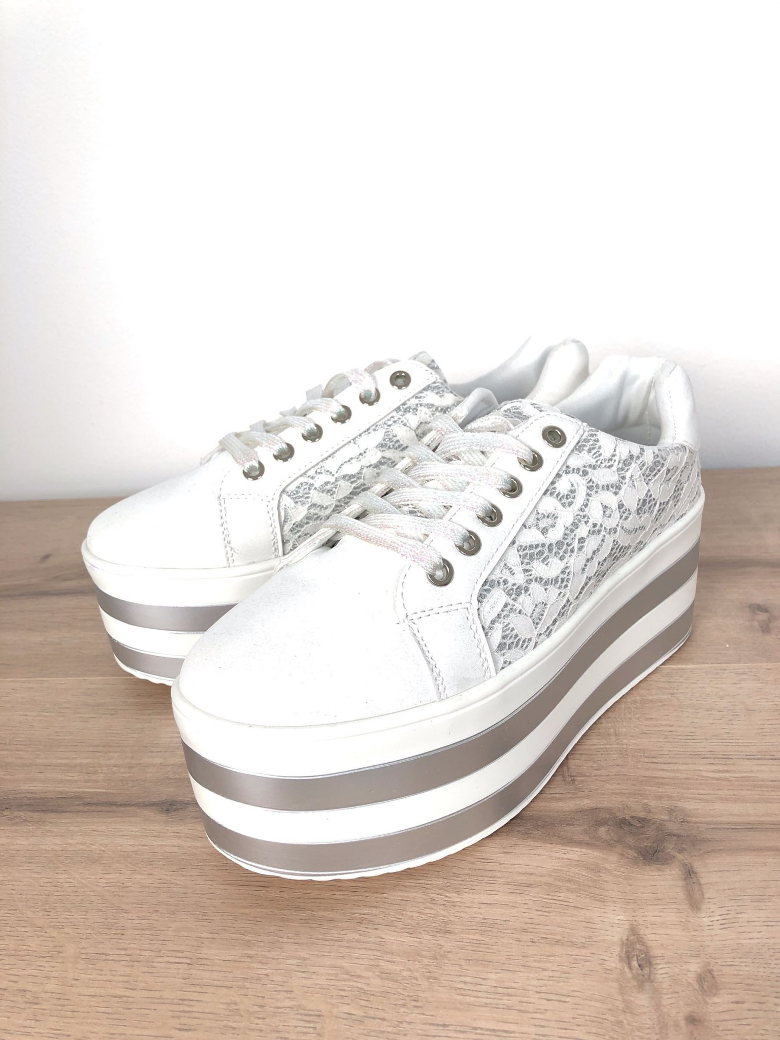 reputable site f7527 fe75a Plateau-Sneaker mit Spitze weiss