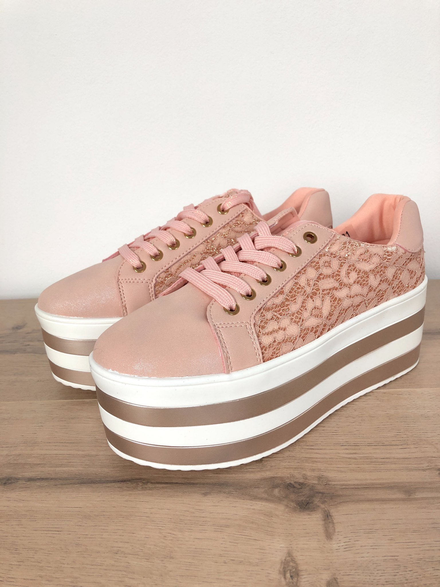 new products ef304 2ff5f Plateau-Sneaker mit Spitze rosa